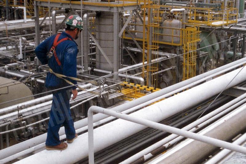 Horizontal Lifeline Cables Along Pipe Racks