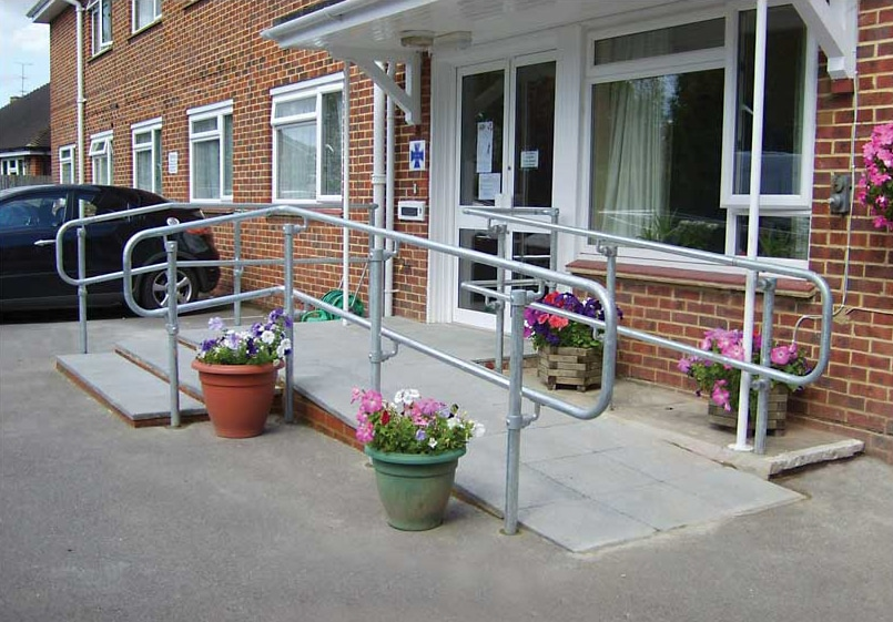 flexguard-ground-based-ADA-railing