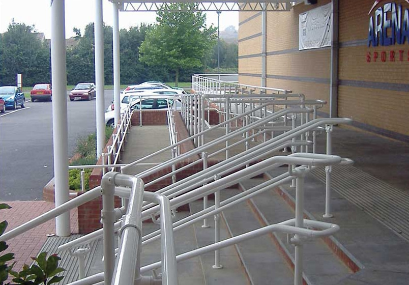 flexguard-ground-based-commercial-railing