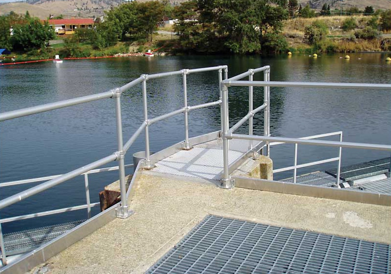 flexguard-ground-based-dock-railing