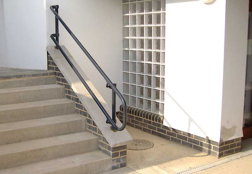 flexguard-ground-based-residential-railing